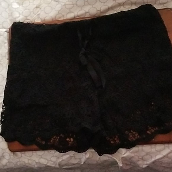 No Boundaries Pants - No Boundaries black lace shorts